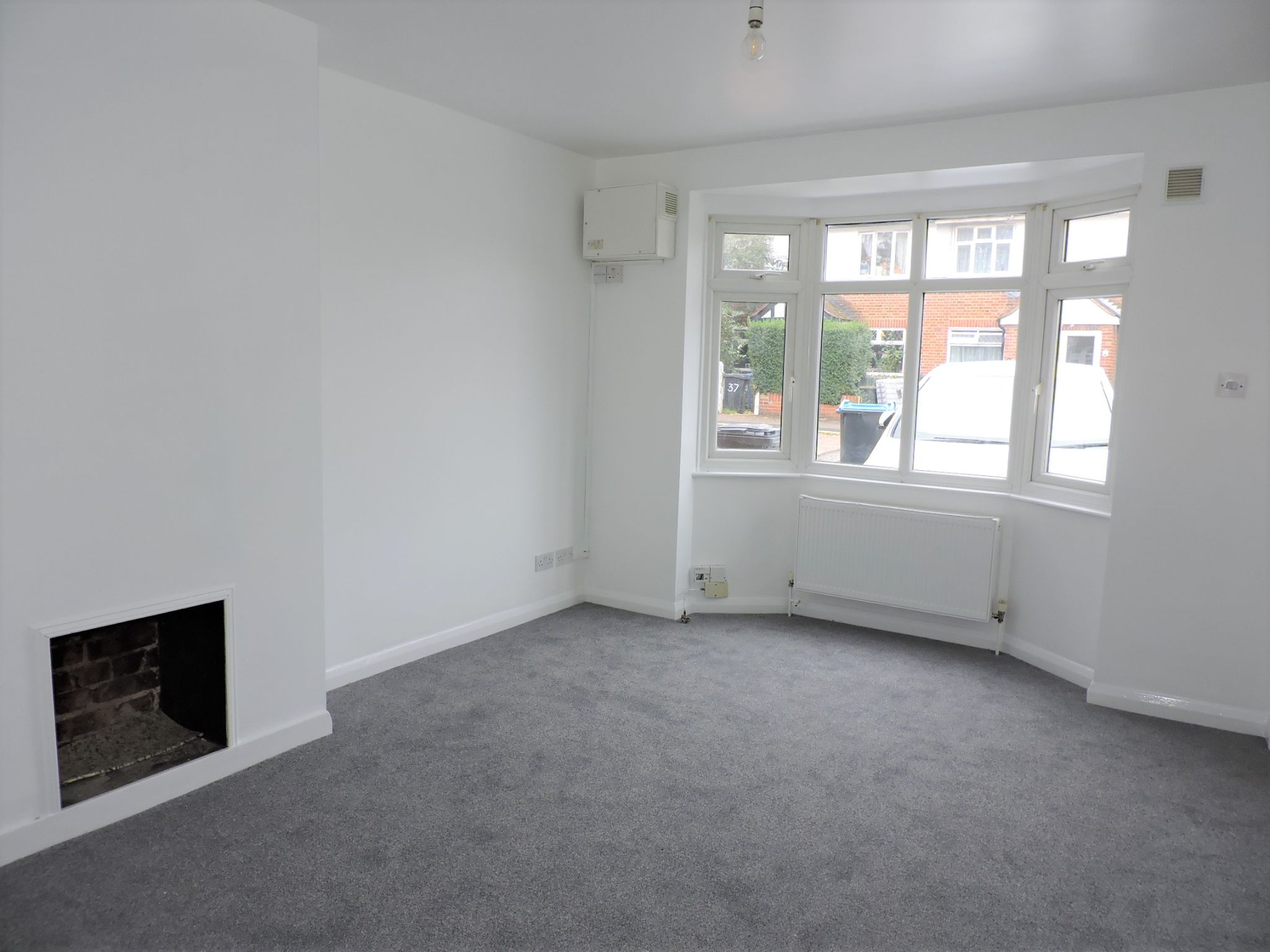 2 bedroom ground floor maisonette flat/apartment Let Agreed in New Malden - Photograph 2
