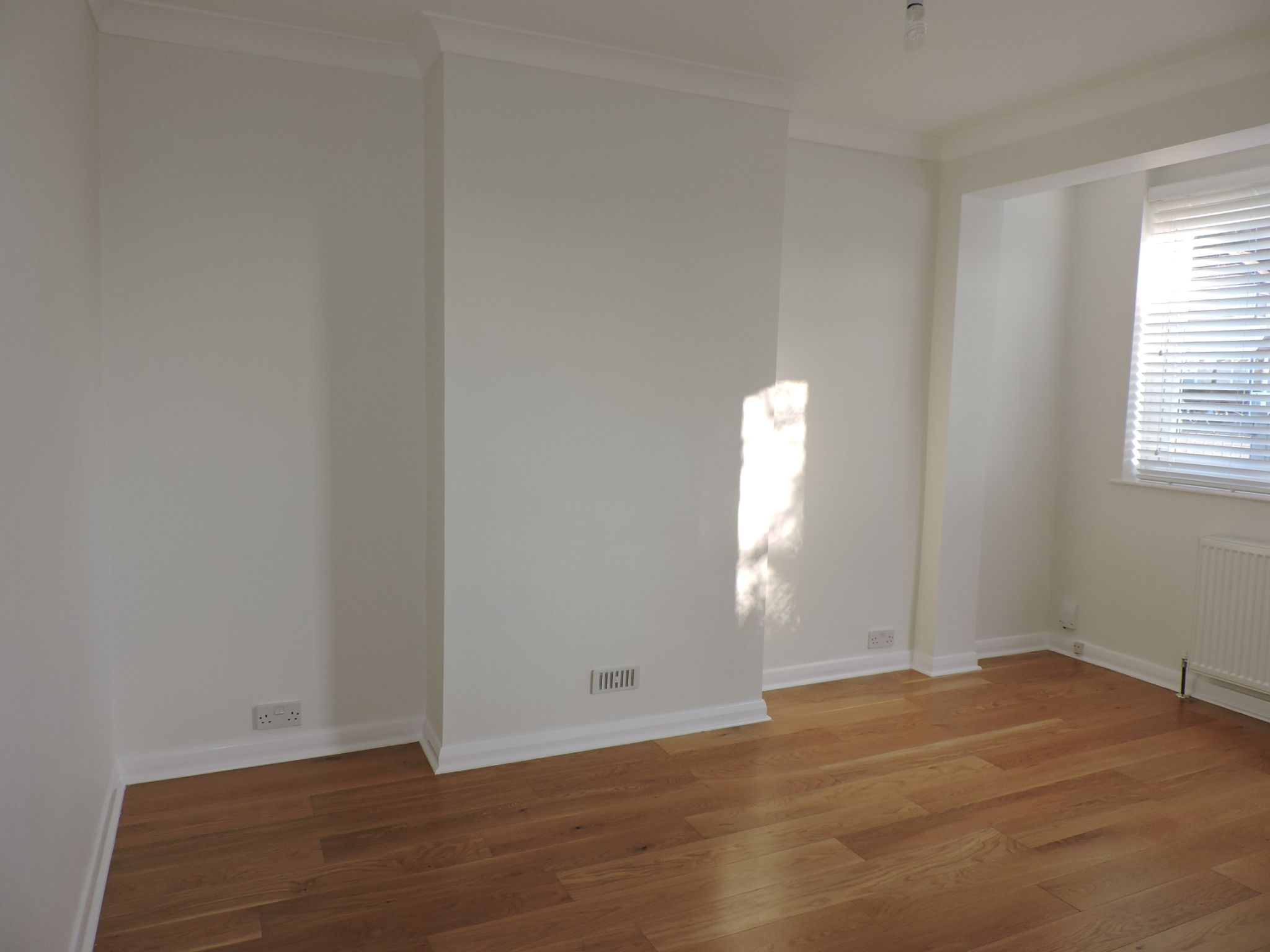 3 bedroom end terraced house Let Agreed in New Malden - Photograph 4