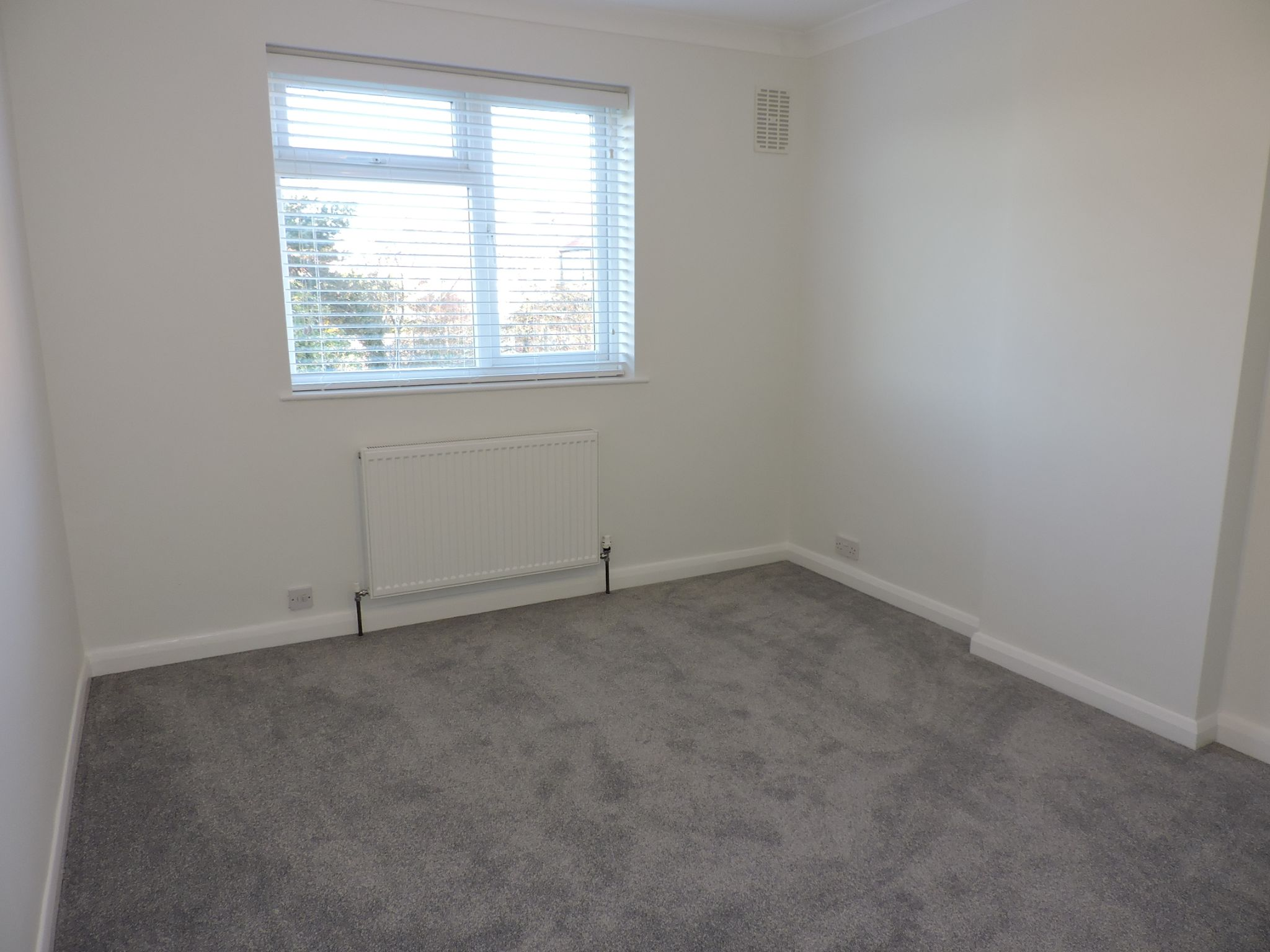 3 bedroom end terraced house Let Agreed in New Malden - Photograph 12