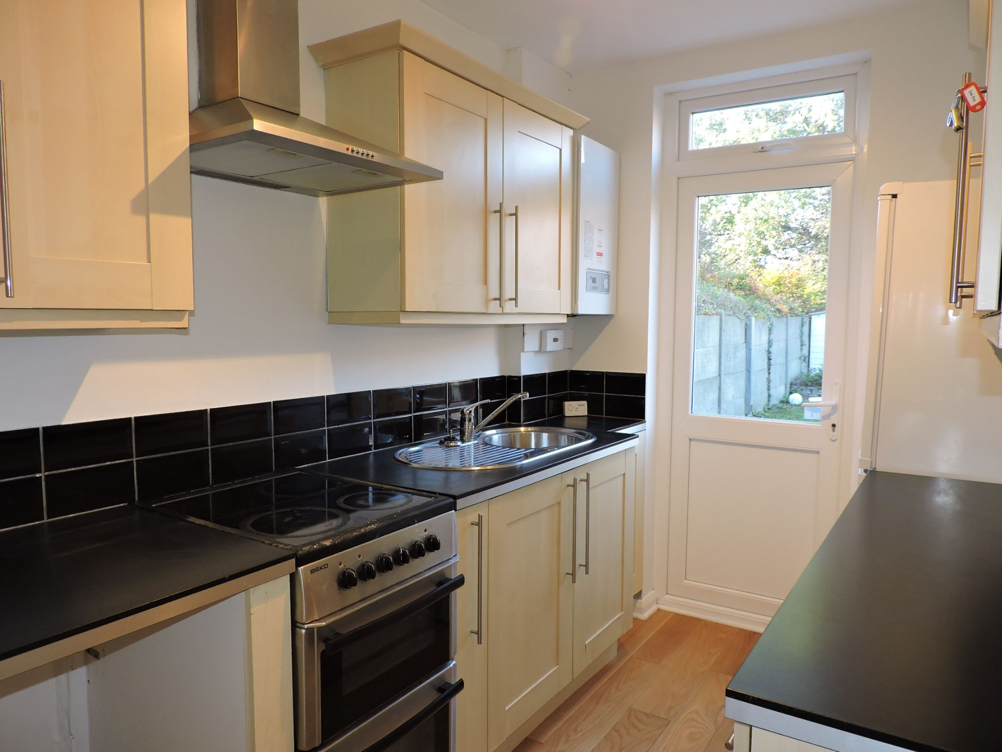 3 bedroom end terraced house Let Agreed in New Malden - Photograph 8