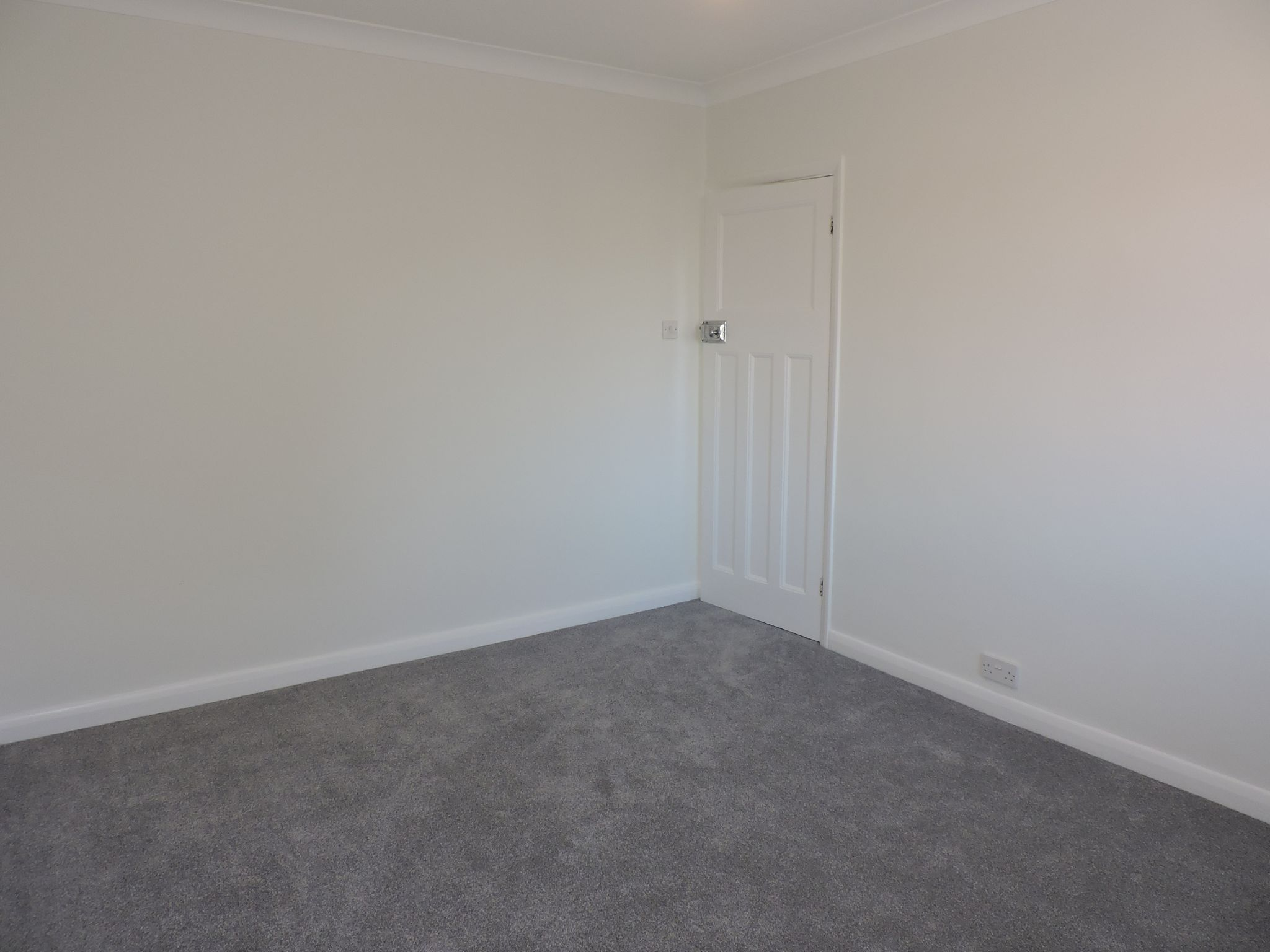 3 bedroom end terraced house Let Agreed in New Malden - Photograph 13