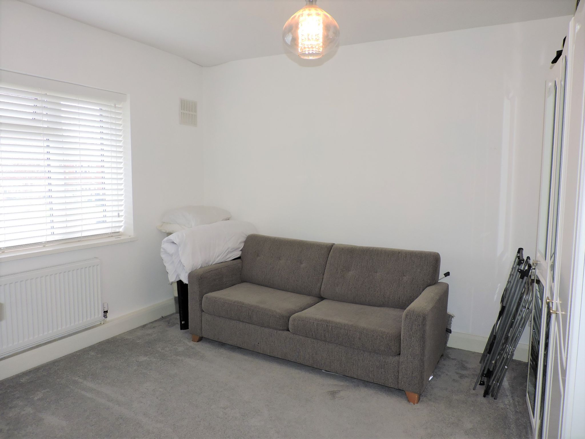 2 bedroom flat flat/apartment Sale Agreed in Epsom - Photograph 13