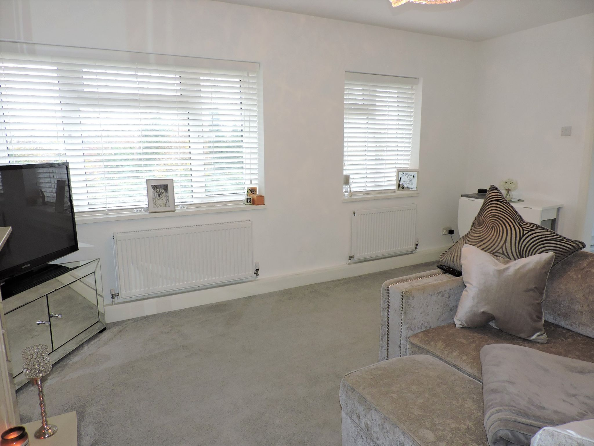 2 bedroom flat flat/apartment Sale Agreed in Epsom - Photograph 4