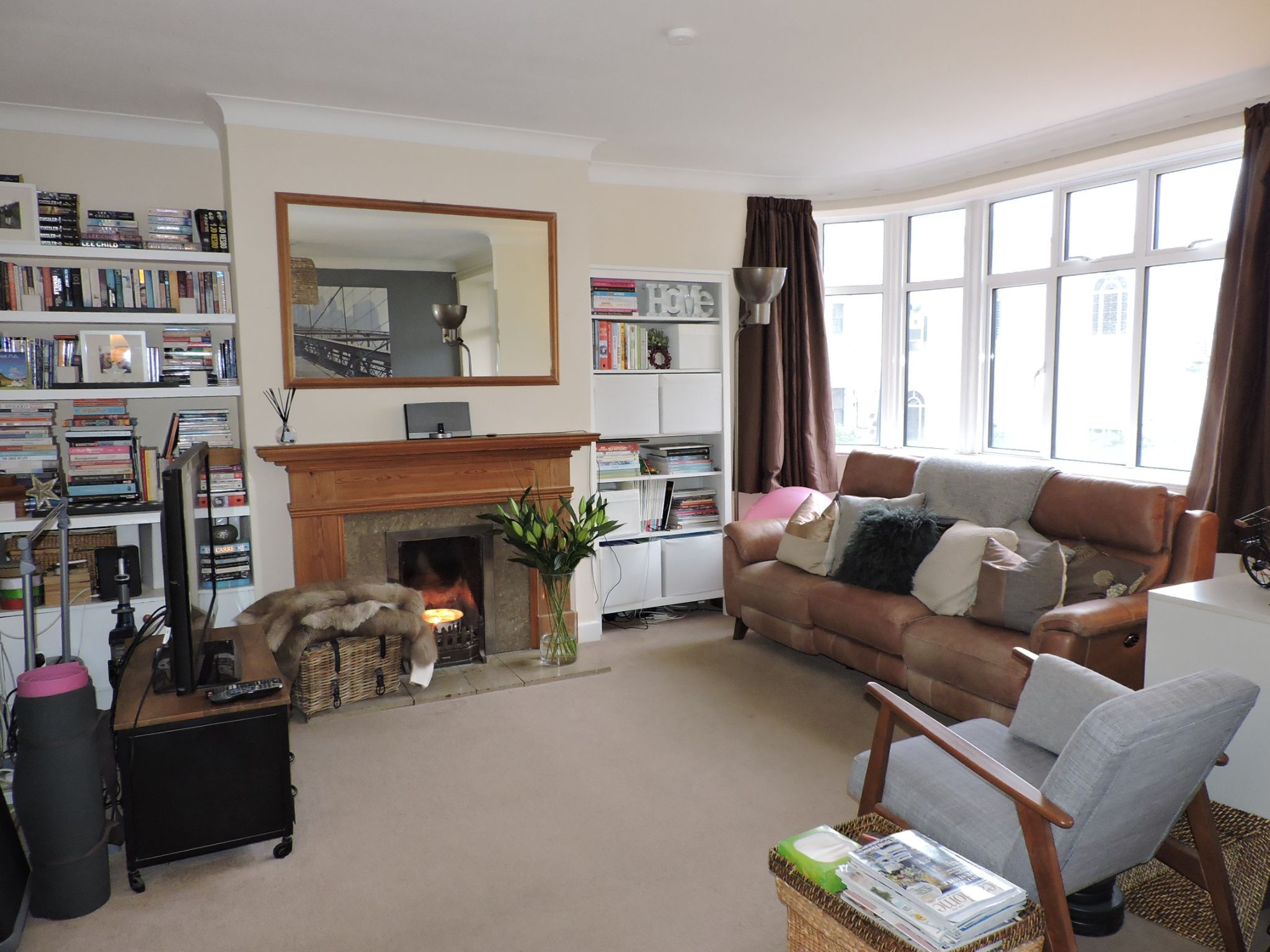2 bedroom flat flat/apartment For Sale in Surbiton - Photograph 3