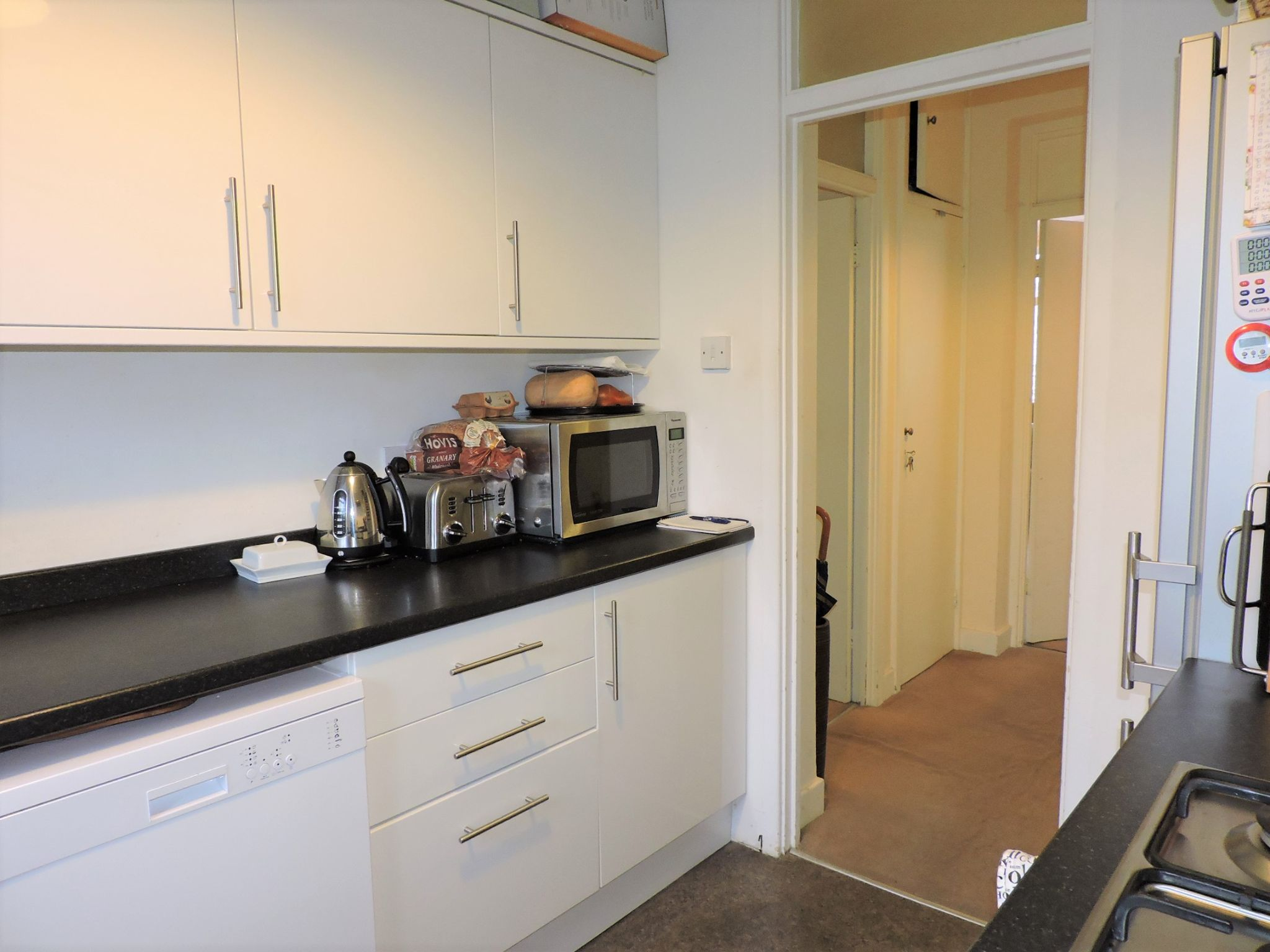 2 bedroom flat flat/apartment For Sale in Surbiton - Photograph 7