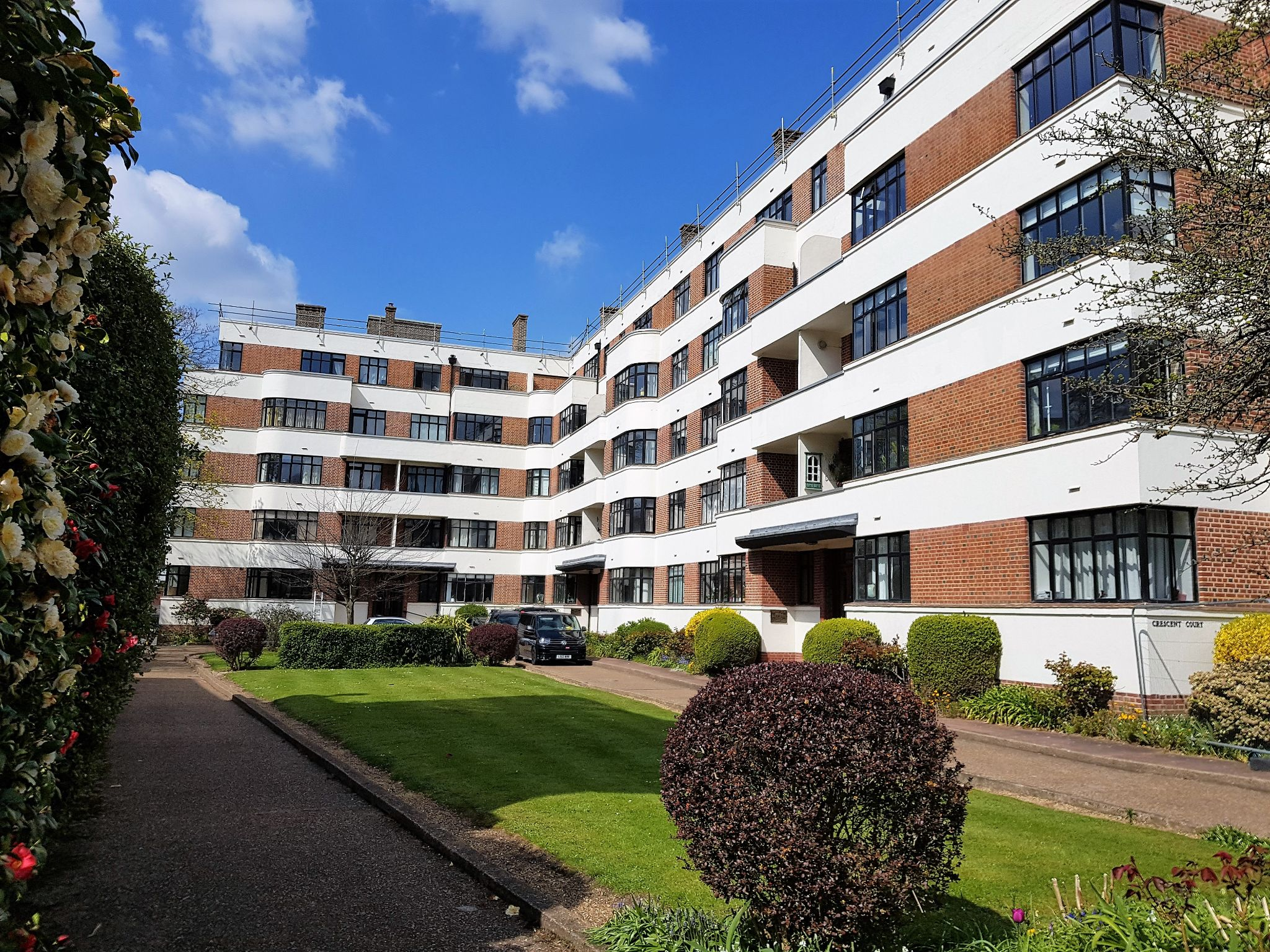 2 bedroom flat flat/apartment Sale Agreed in Surbiton - Photograph 1