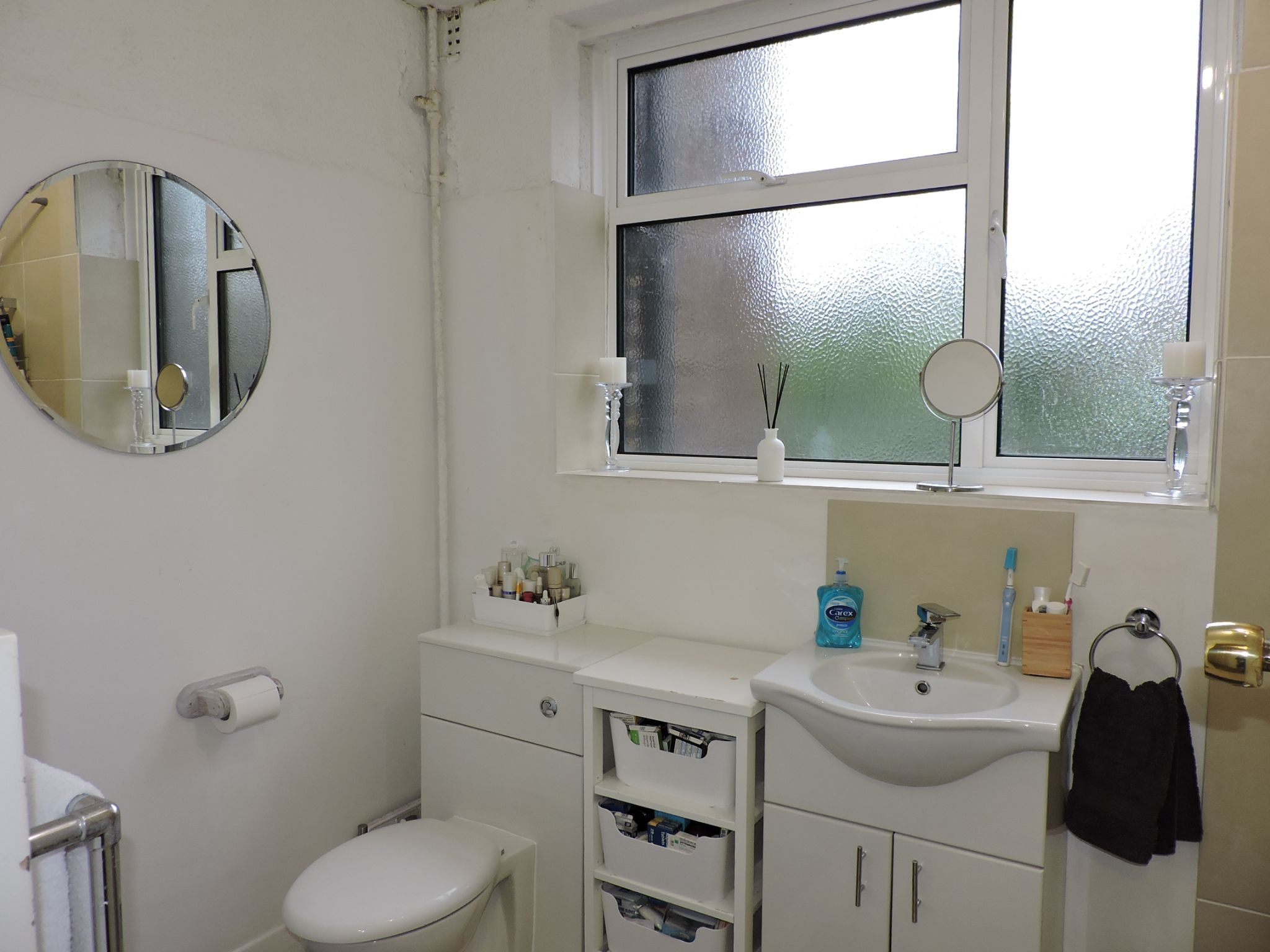 2 bedroom flat flat/apartment For Sale in Surbiton - Photograph 12