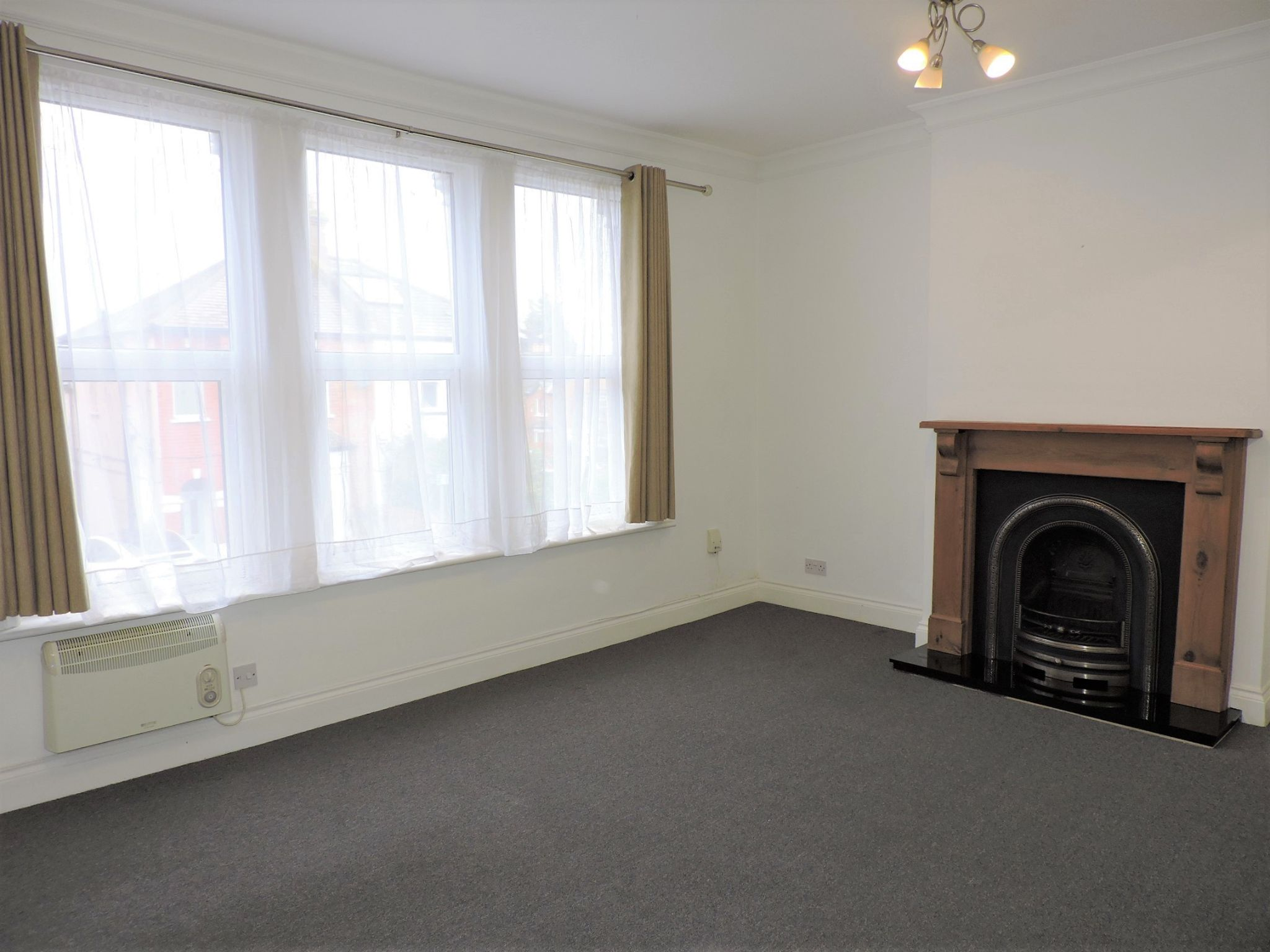 1 bedroom flat flat/apartment Let in New Malden - Photograph 5