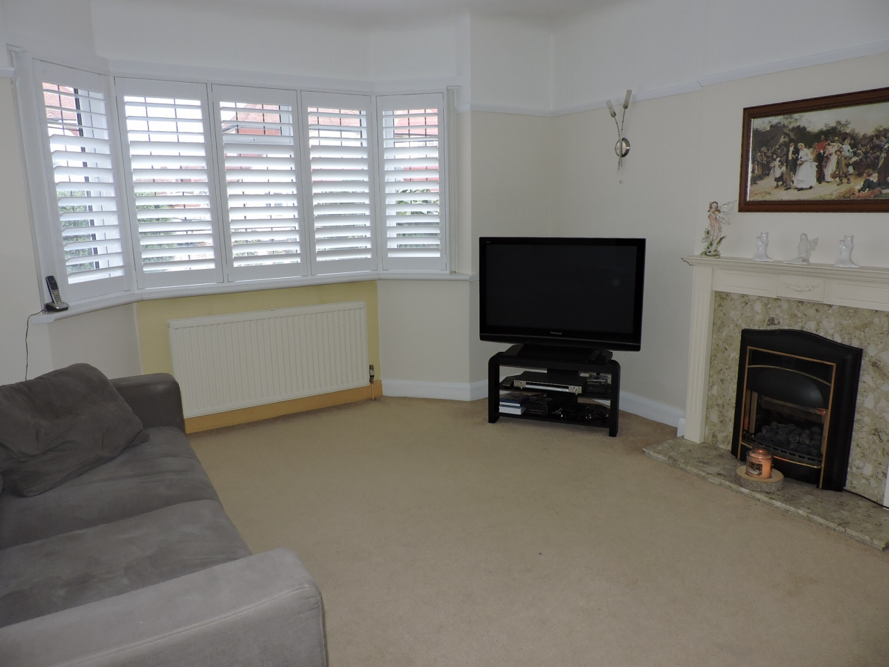 4 bedroom detached house SSTC in New Malden - Photograph 2