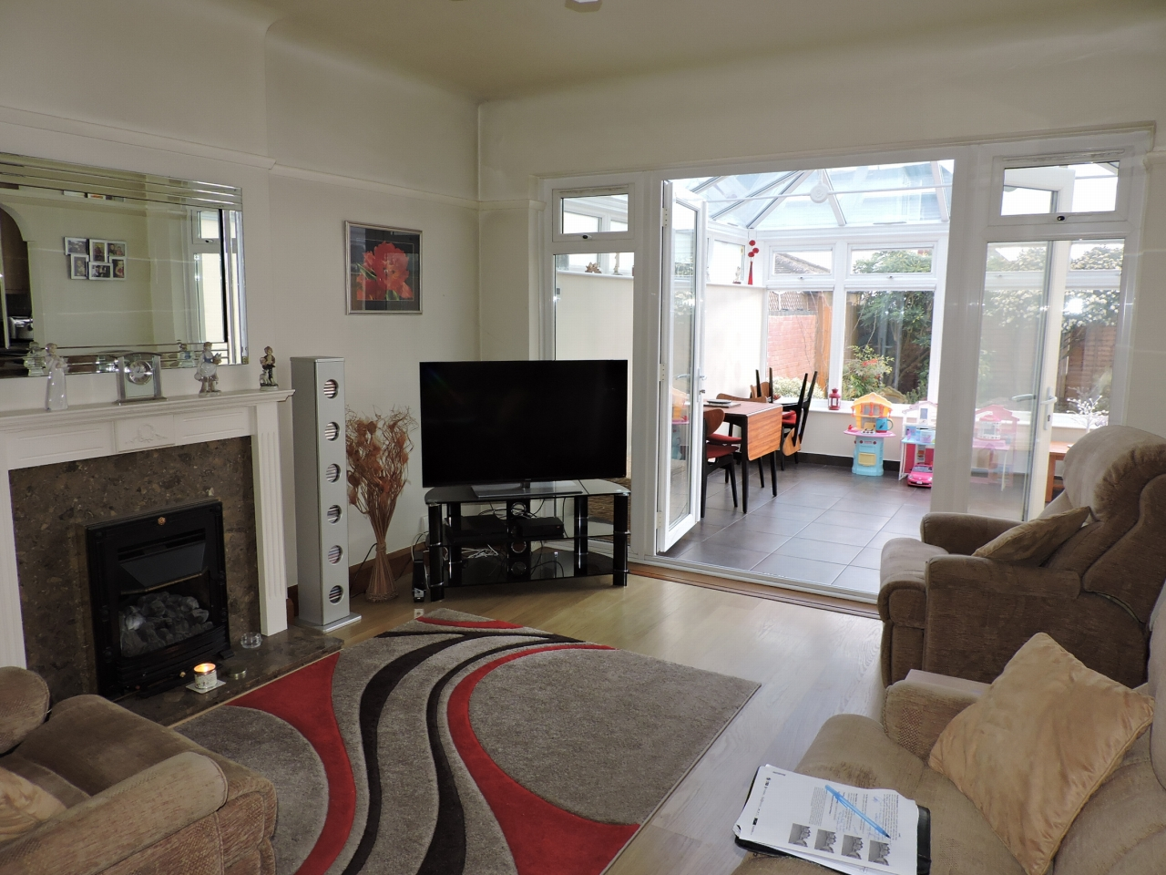4 bedroom detached house SSTC in New Malden - Photograph 4