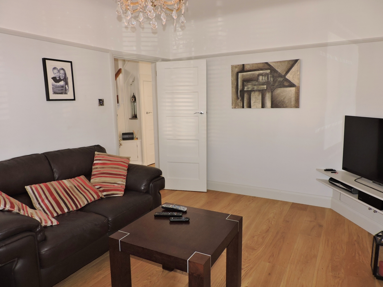 3 bedroom semi-detached house SSTC in New Malden - Photograph 4
