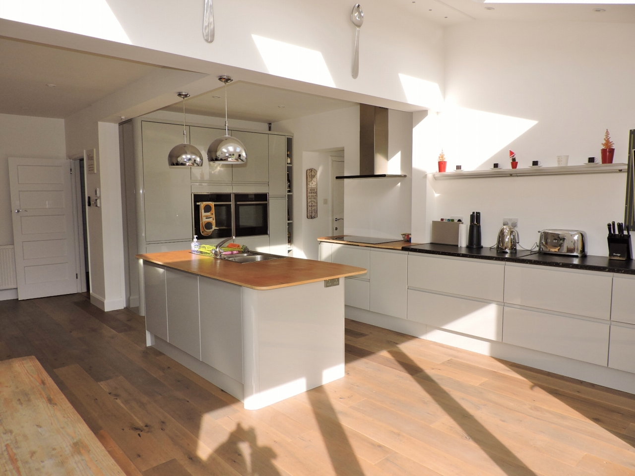 3 bedroom semi-detached house SSTC in New Malden - Photograph 6