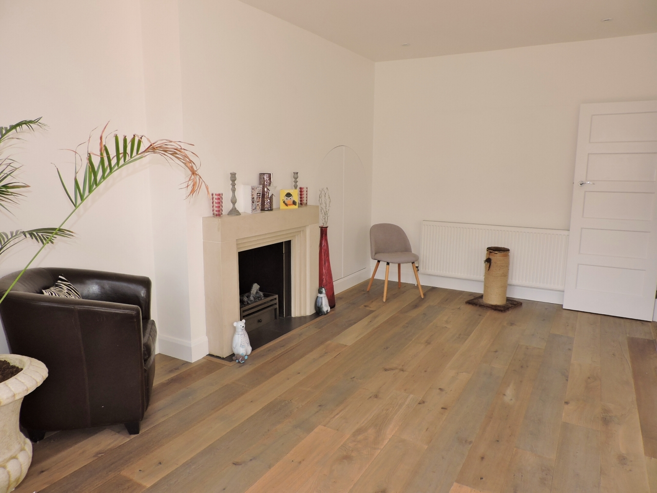 3 bedroom semi-detached house Sold in New Malden - Photograph 9