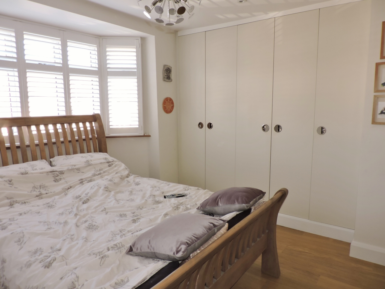 3 bedroom semi-detached house Sold in New Malden - Photograph 12