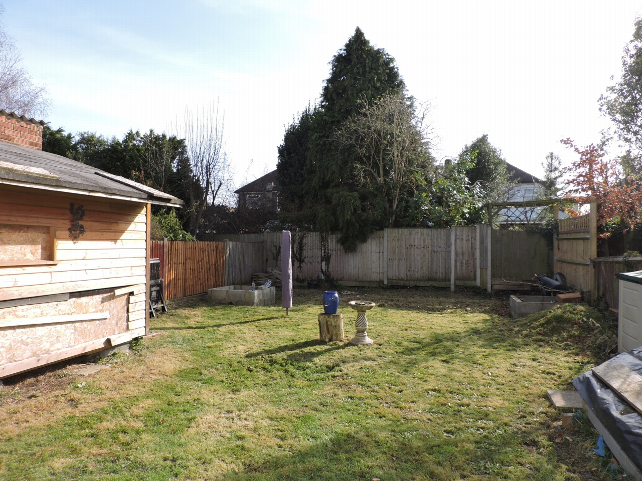 3 bedroom semi-detached house Sold in New Malden - Photograph 17
