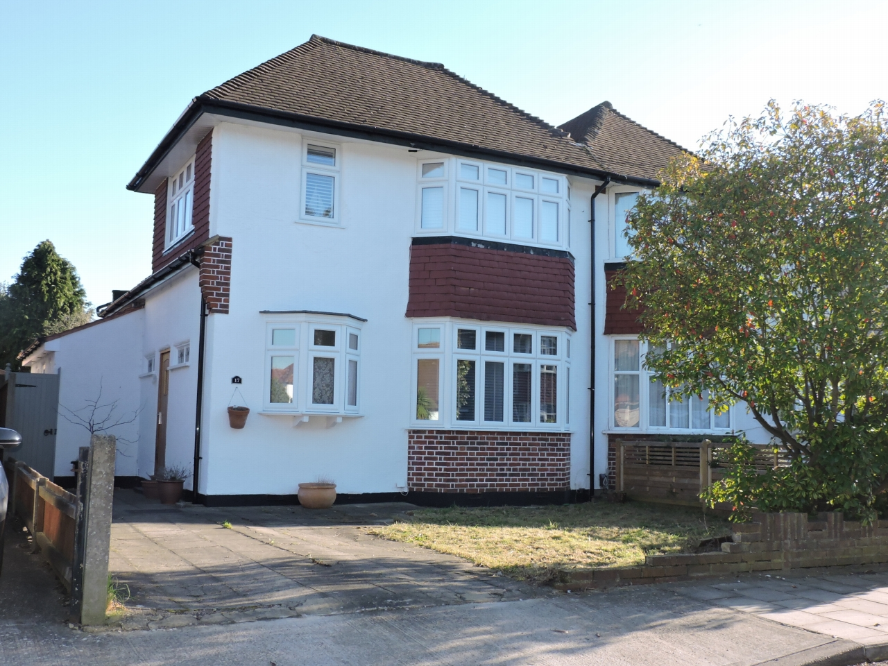 3 bedroom semi-detached house Sold in New Malden - Photograph 1