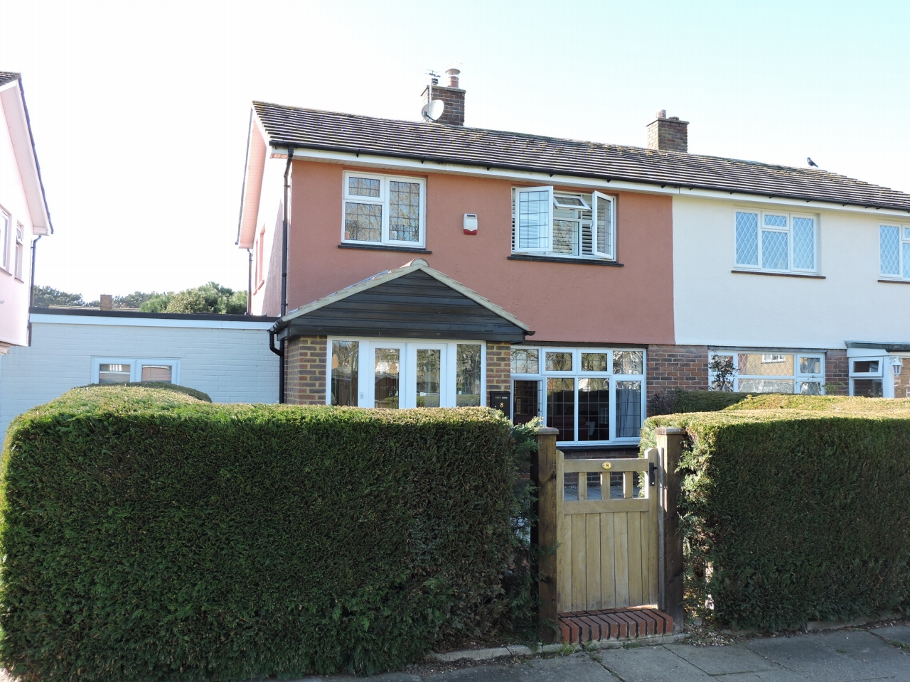 4 bedroom semi-detached house For Sale in Epsom - Photograph 1