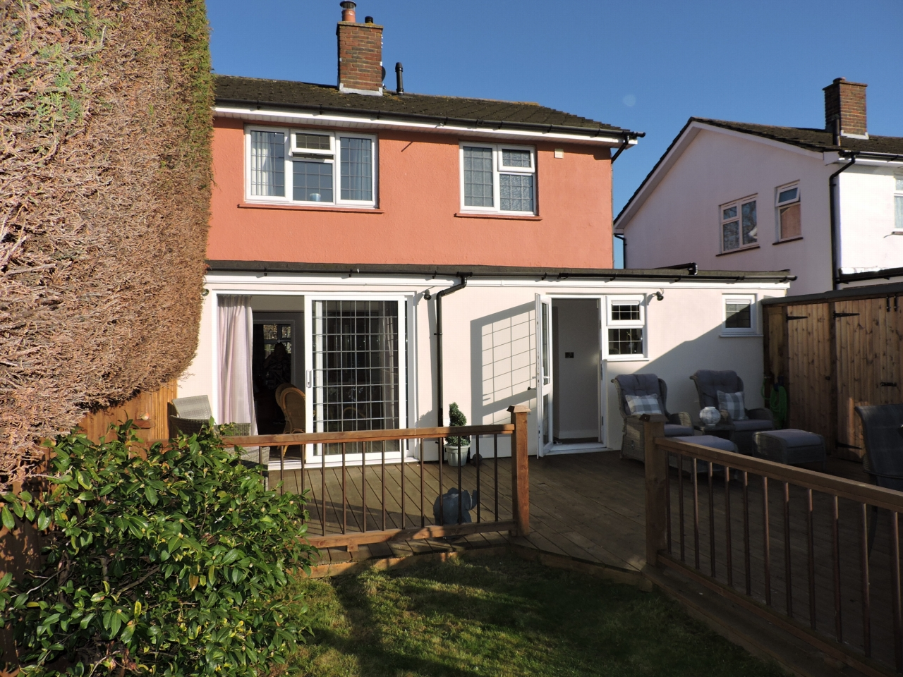 4 bedroom semi-detached house For Sale in Epsom - Photograph 17