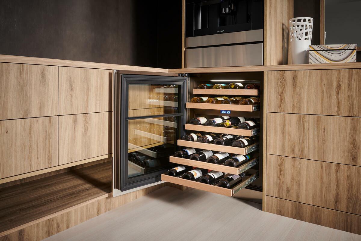 ICBDEU2450 W door and drawers open Low Resolution