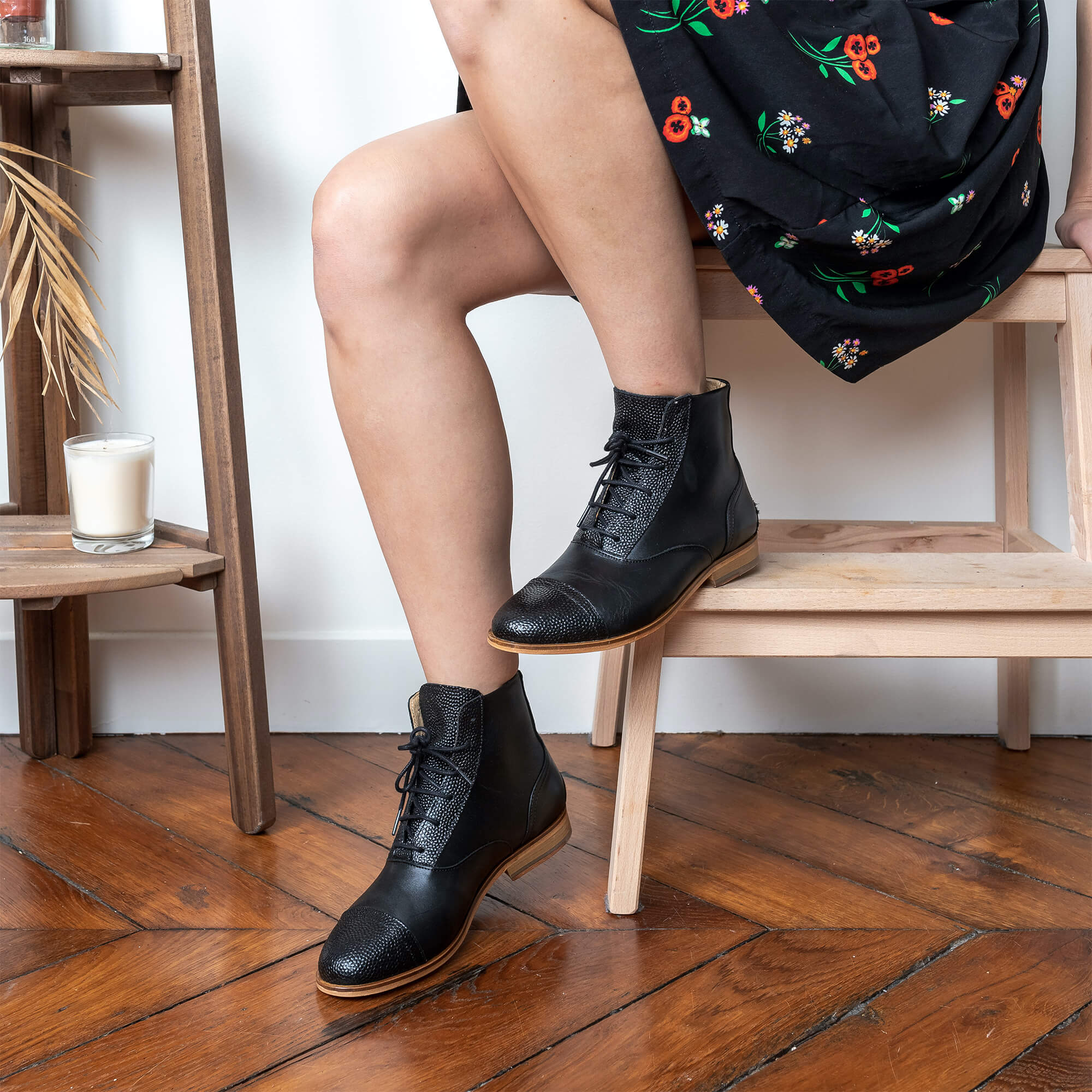 Mama Poppy Black smooth and textured leather boots picture