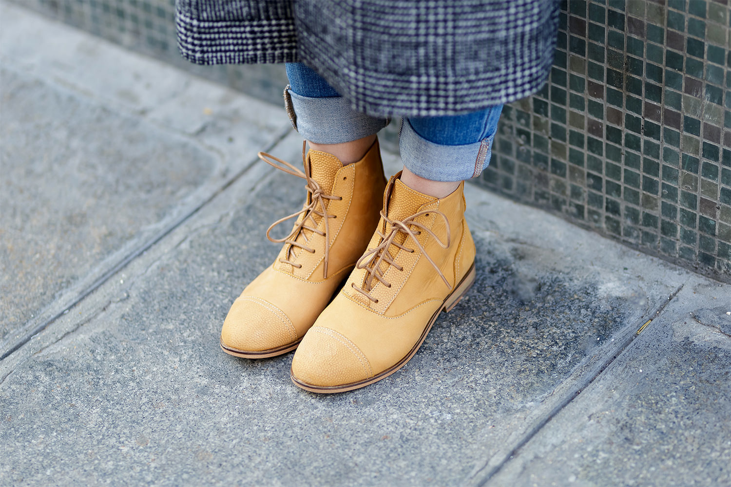 How to wear yellow boots