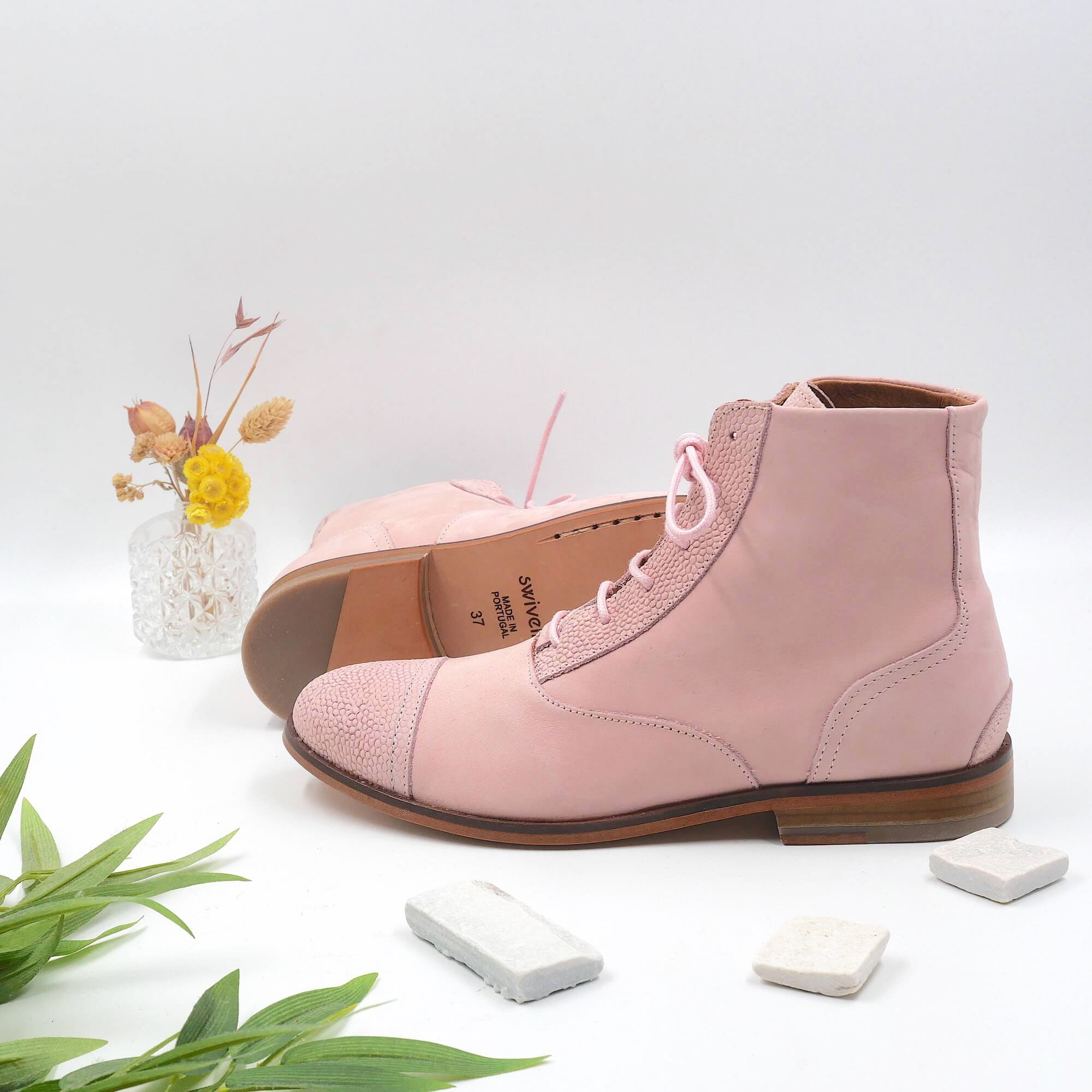 Mama Gummy Candy pink nubuck boots picture