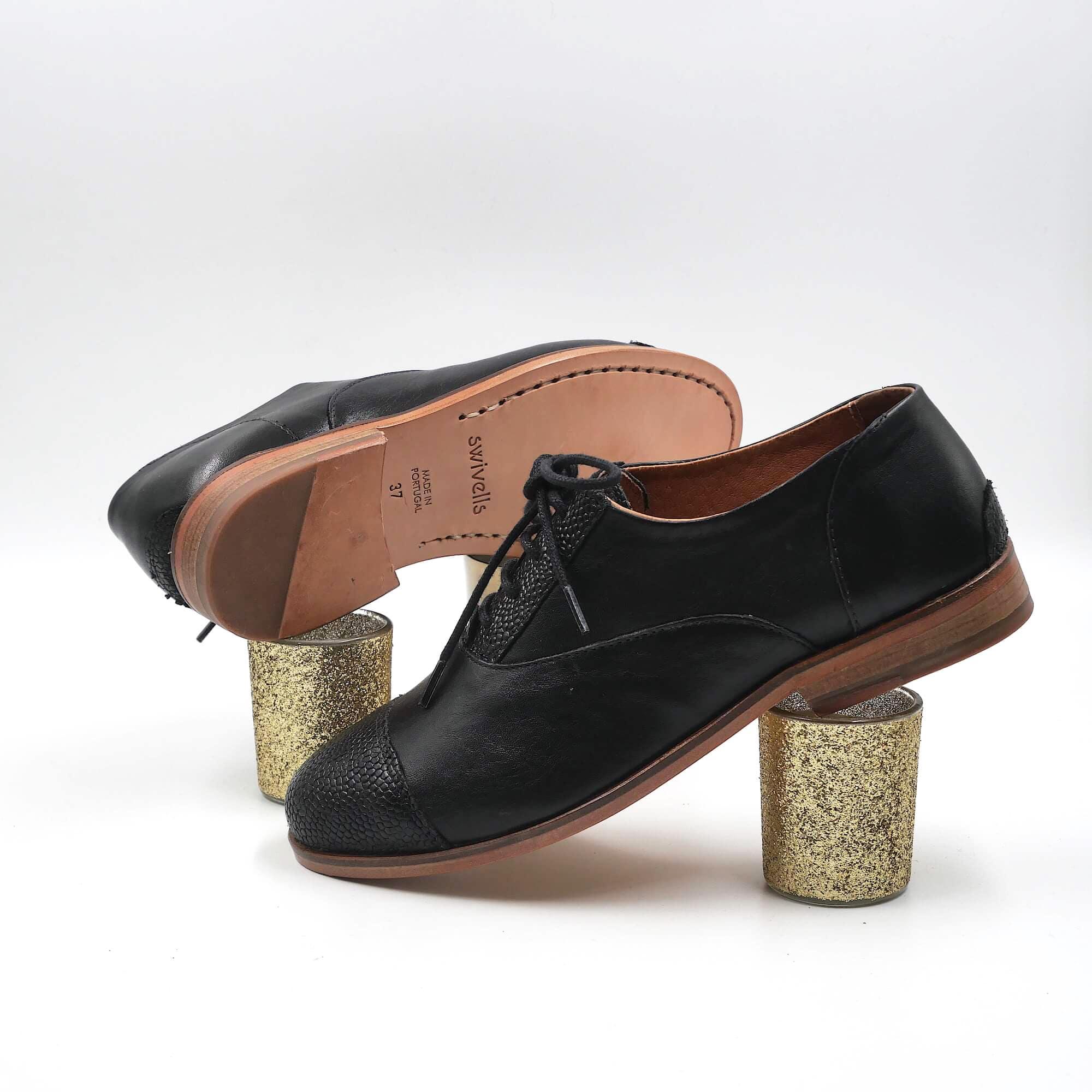 Photo de Poppy Derbies cuir noir lisse et noir grainé
