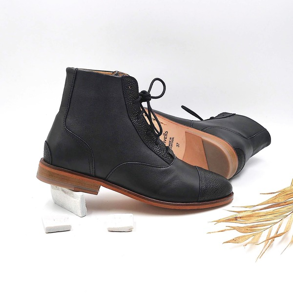 photo Mama Poppy Black smooth and textured leather boots