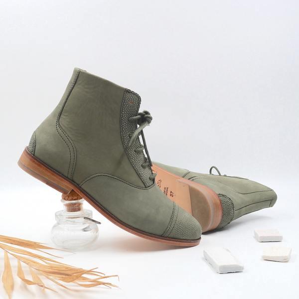 photo Mama Kiwi Khaki suede boots