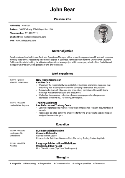 Basic resume template made by Kickresume resume builder
