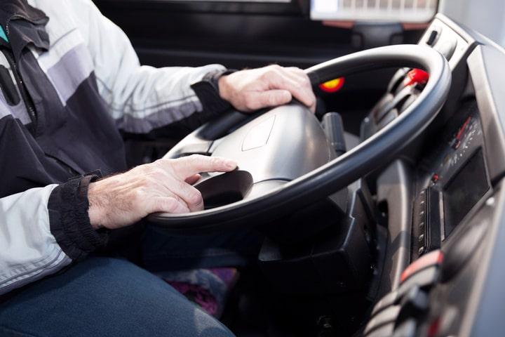 Justicia valida la exigencia de obtener bachillerato o FP para ser transportista