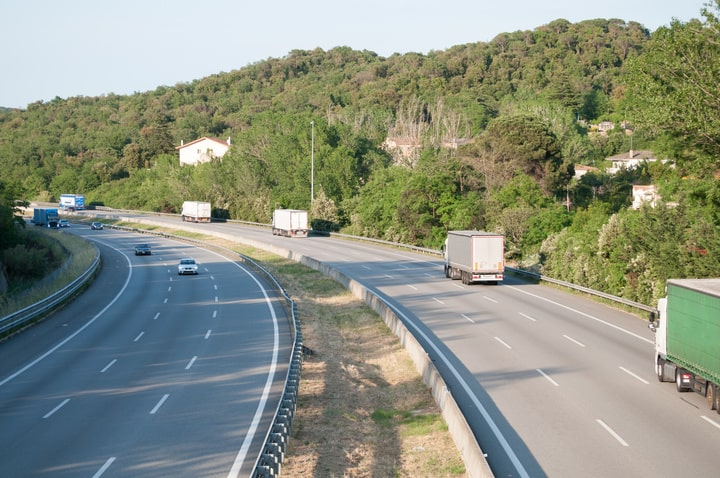 Colapso de camiones en la AP7 por los desvíos obligatorios