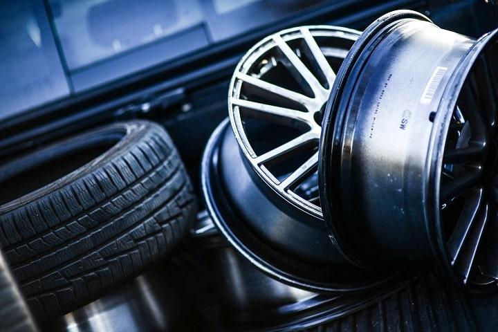 Cómo enviar neumáticos y llantas