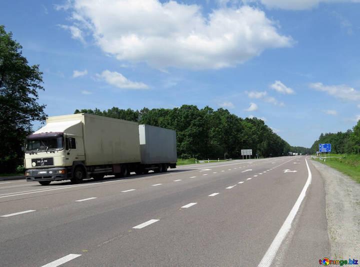 Ministerio de Transportes permite dos trabajadores en un mismo camión