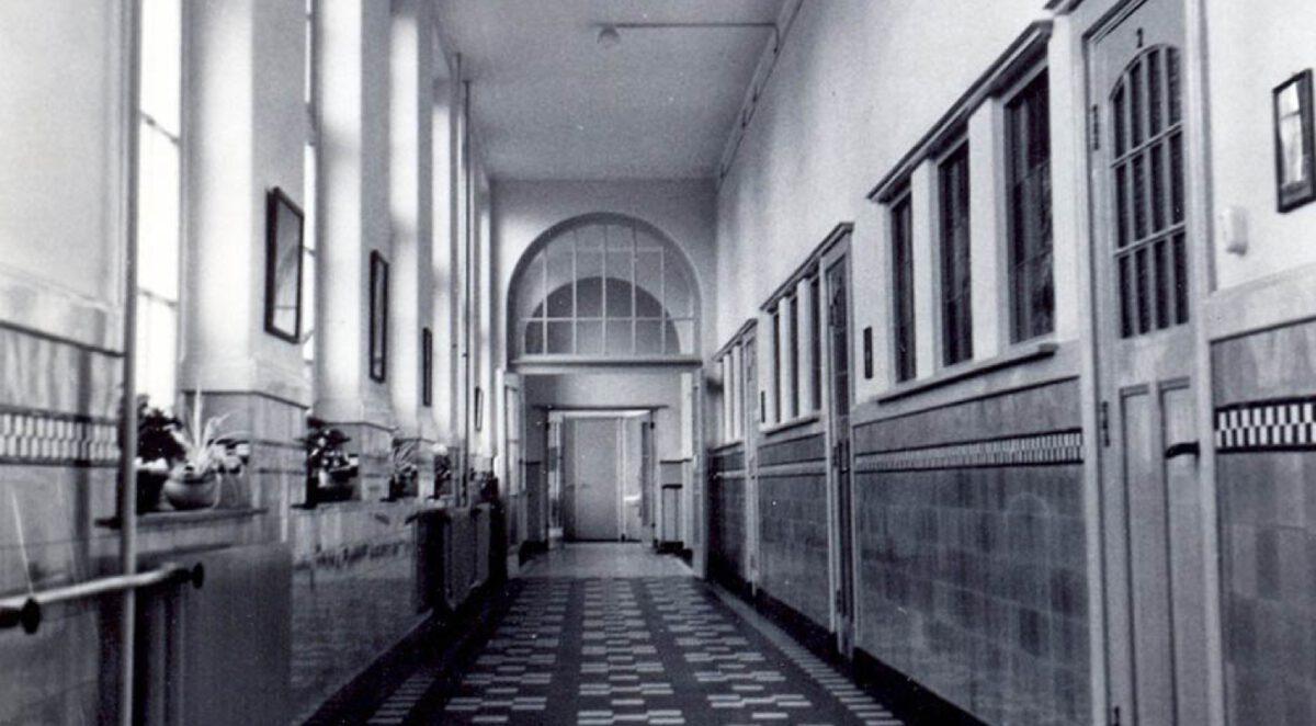 Houben Van Mierlo St Franciscus Kweekschool een van de gangen met klaslokalen