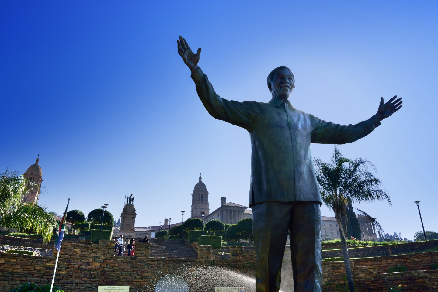 https://s3.eu-west-2.amazonaws.com/tshwane2018/Nelson_Mandela_Statue_Unoion_Buildings_South_Africa.jpg
