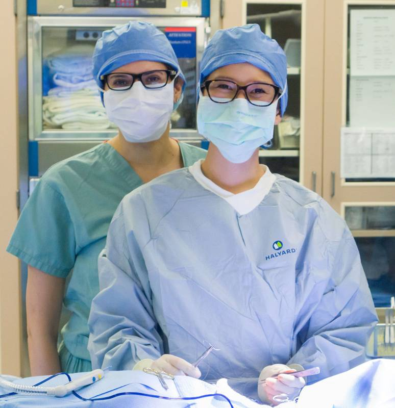 Class of 2020 students in surgery