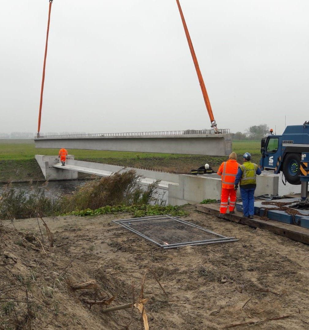 plaatsing liggers brug Walendijk
