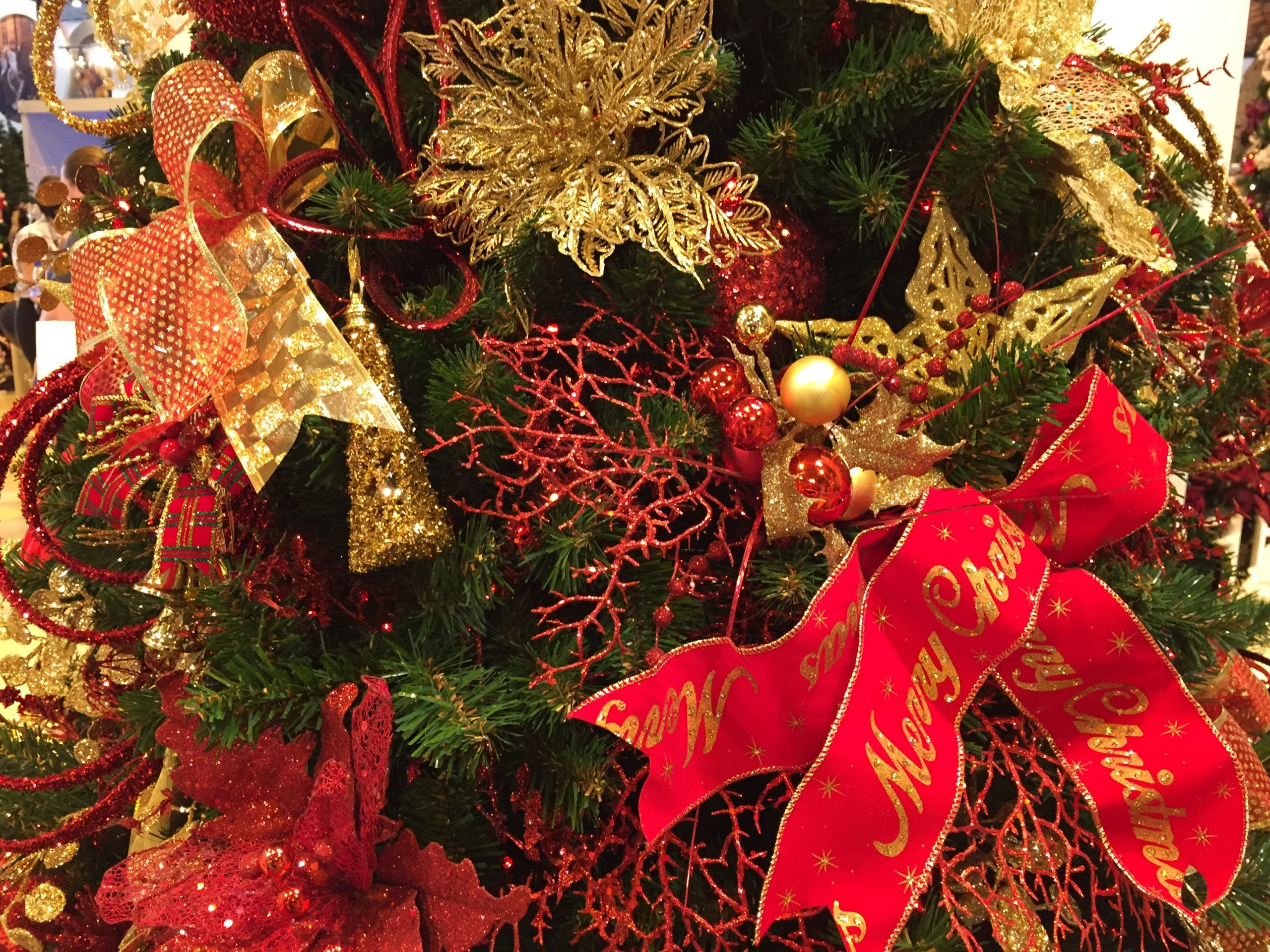 red_gold_decorations