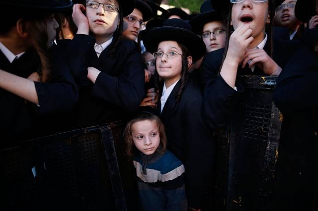 "Court orders that it is ""essential"" for children to see father who has left Ultra-Orthodox religious community"