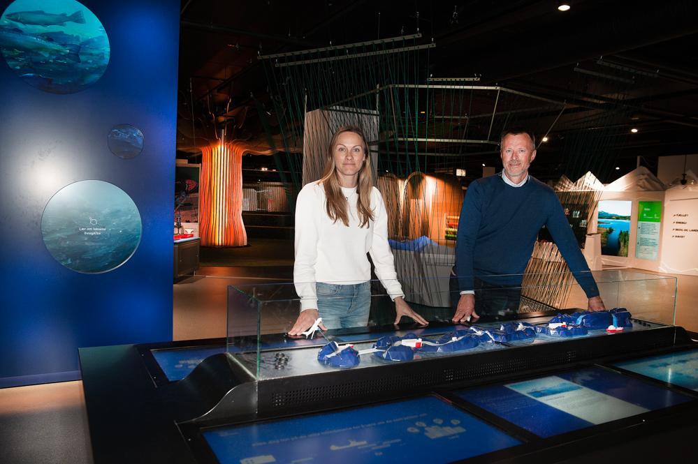 Helene og Geir ønsker alle velkommen til Vitensenter Nordland. Få mer kunnskap om vår historie, havet og dets skatter, landbruket og industrien som omgir oss på ett besøk hos oss, velkommen!