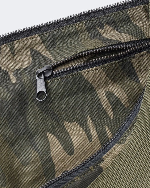 warrior addict extra large yoga mat bag in camo  Detailing and Zip view