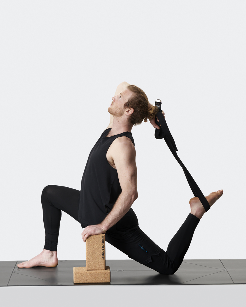 warrior addicts mens yoga belt in black demonstrated by Jacob Mellish