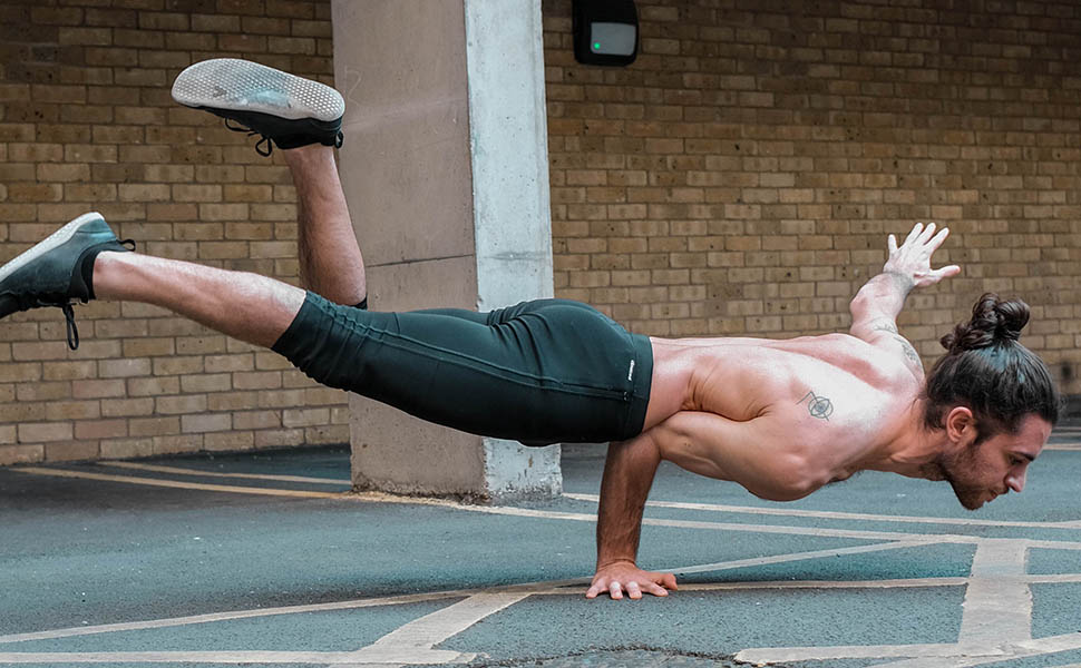 Yoga Teacher Yoga Gomez - Arm Balance