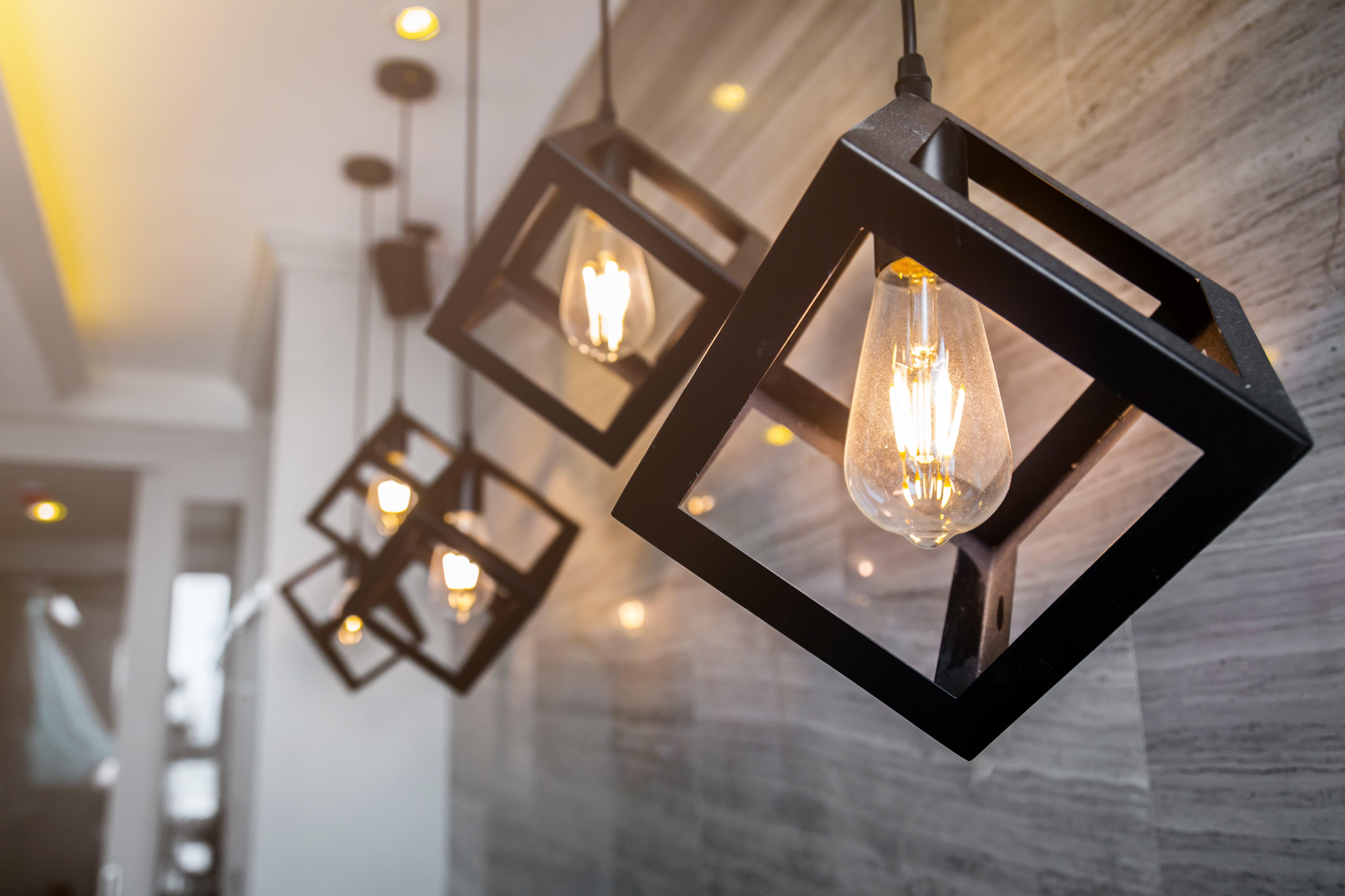 Nasce la prima lampada a consumo: è inventata da un italiano