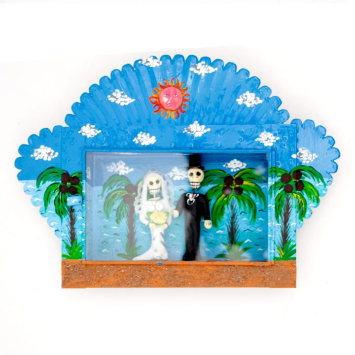 skeleton bride and groom on the beach niche