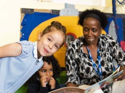 Randal Cremer_ teacher reading with children