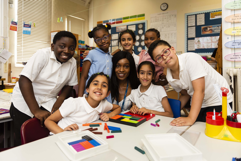 Randal Cremer_group portrait children with teacher